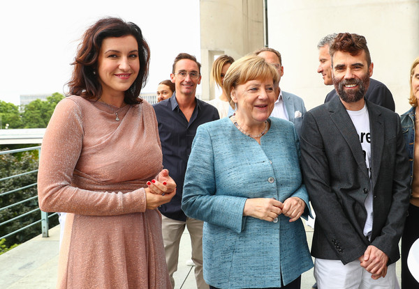 Angela+Merkel+Lutz+Huelle+Fashion+Council+5J6YL4PPn4Wl